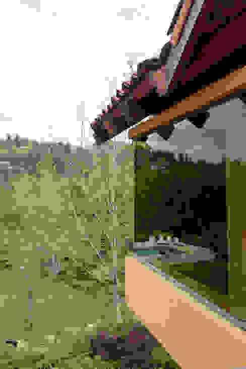 Hermoso Entorno · El Arrayán, Lo Barnechea, Chile Puertas y ventanas modernas de Francisco Vicuña Balaresque Moderno