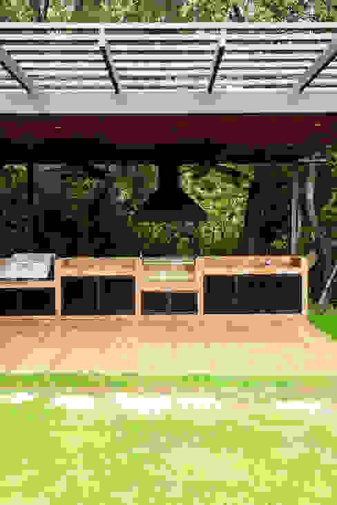Hermoso Entorno · El Arrayán, Lo Barnechea, Chile Balcones y terrazas modernos de Francisco Vicuña Balaresque Moderno