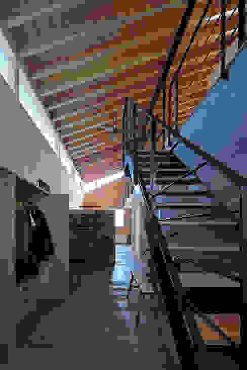ホール の ㈱ライフ建築設計事務所 モダン