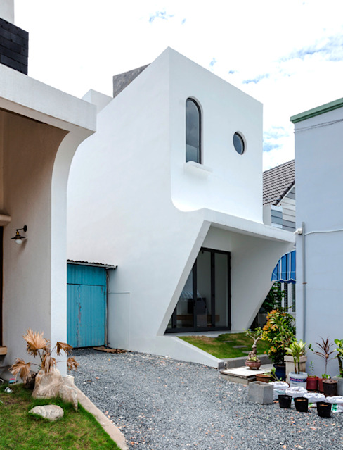 Thiết kế mặt tiền nhà 3 tầng độc đáo:  Nhà gia đình by Công ty TNHH Xây Dựng TM – DV Song Phát,
