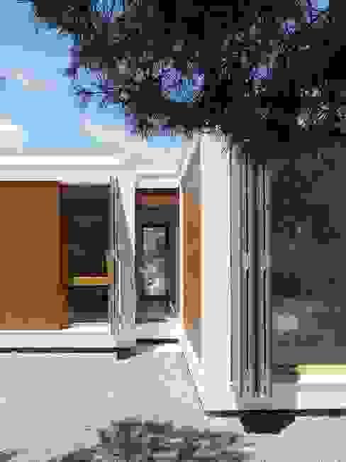 MAISON ELIANA: Maisons de style  par CALMM ARCHITECTURE, Minimaliste Béton