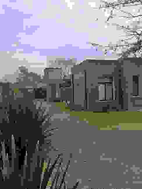Casa de campo de Estudio Dillon Terzaghi Arquitectura - Pilar Rústico Ladrillos