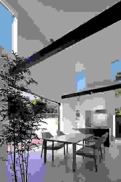 鎌倉 長谷の家 モダンデザインの ダイニング の 松岡淳建築設計事務所 モダン コンクリート