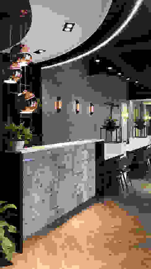 Pareti & Pavimenti in stile industriale di 見和空間設計 Industrial Cemento armato