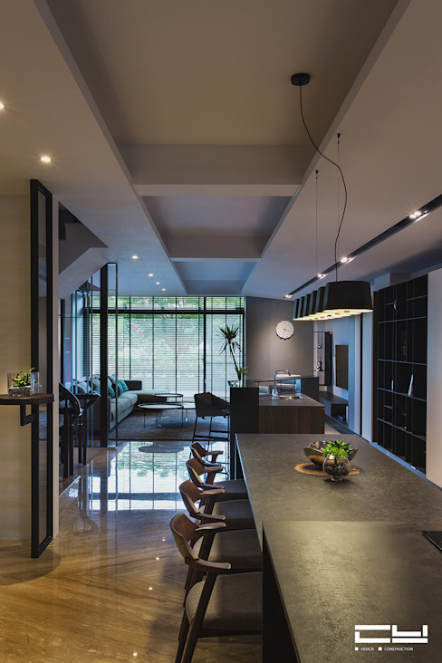 Minimalist dining room by 臣月空間工程 Minimalist