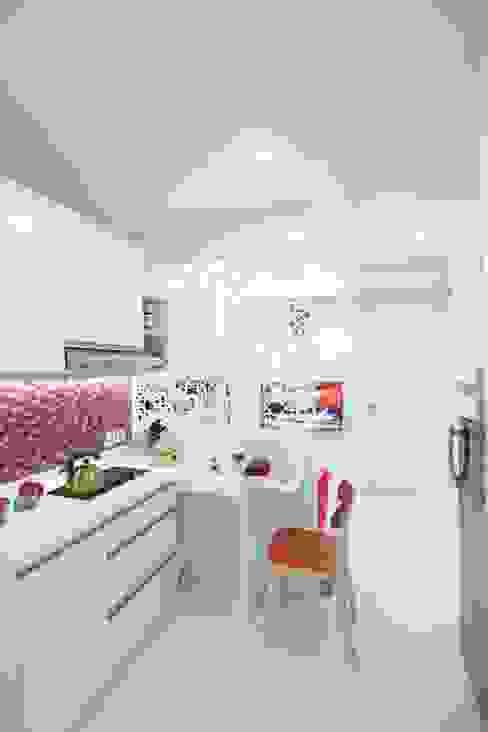 Meja Makan Dapur Modern Oleh PT. Dekorasi Hunian Indonesia (DHI) Modern