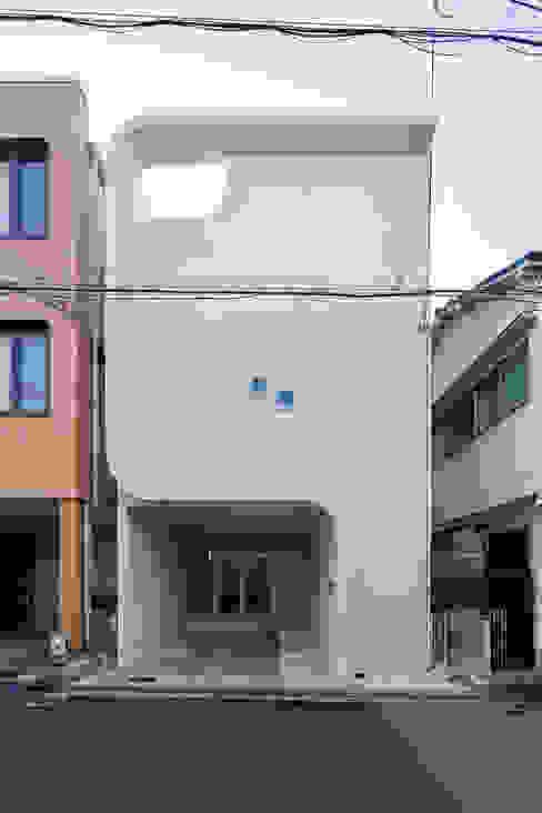 愉しむ家: 一級建築士事務所 株式会社KADeLが手掛けた木造住宅です。