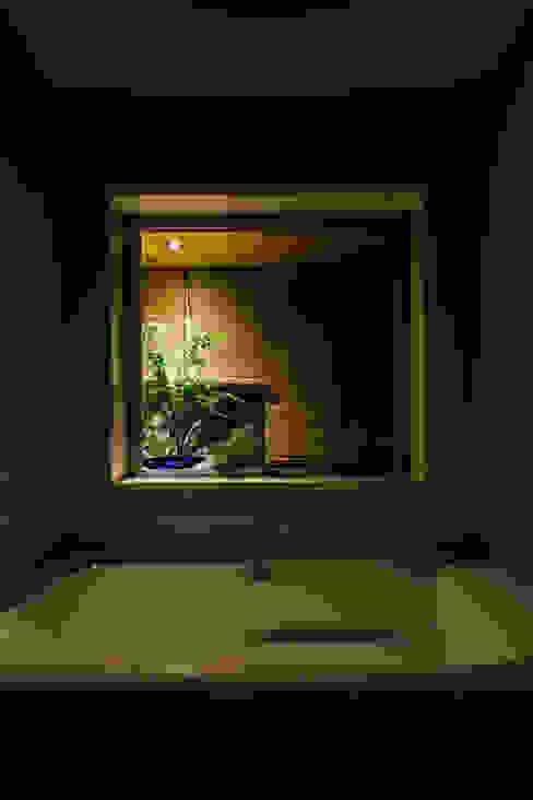 囲炉裏の住宅2 一級建築士事務所 株式会社KADeL モダンスタイルの お風呂