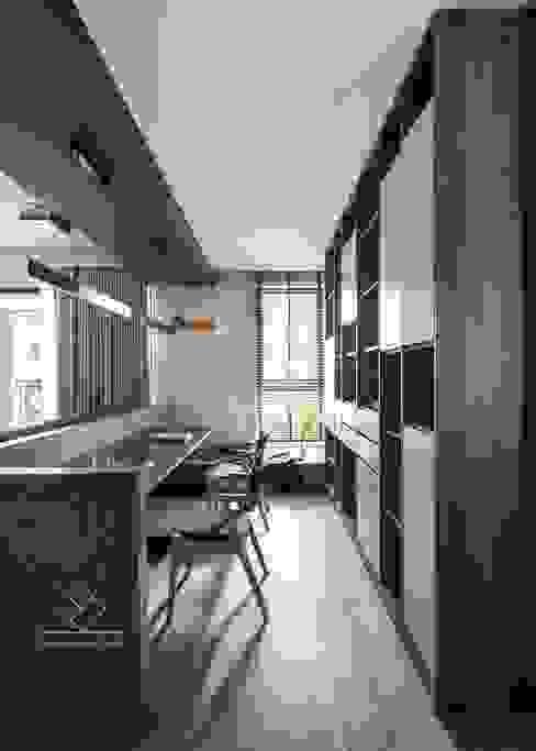 Studio minimalista di 極簡室內設計 Simple Design Studio Minimalista