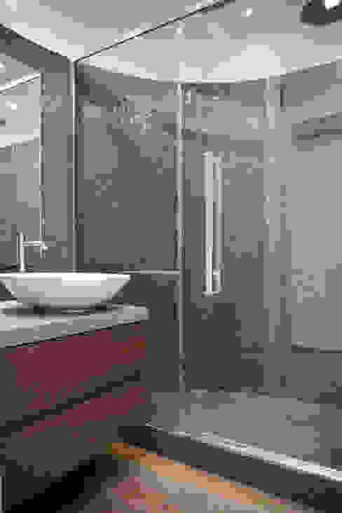 Ristrutturazione appartamento 120 mq Fabiola Ferrarello Bagno moderno