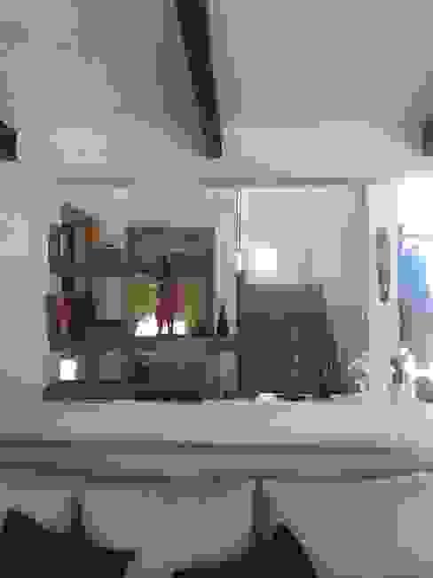 Casa Bravo Livings de estilo moderno de AtelierStudio Moderno