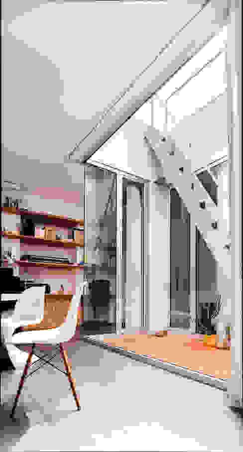 Corte interna manuarino architettura design comunicazione Giardino d'inverno minimalista Vetro Bianco
