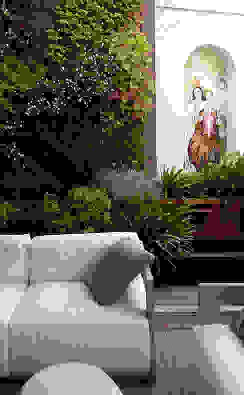 Jardín vertical en terraza de vivienda en Madrid La Habitación Verde Jardines de estilo moderno