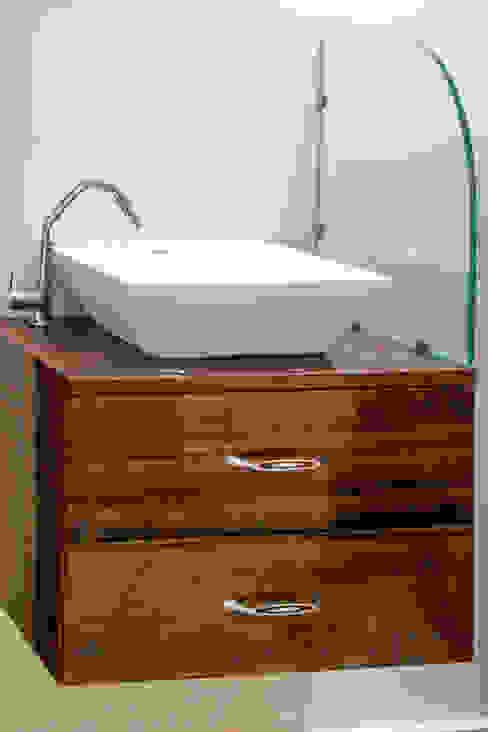 Mr. KoteshwarRao Uppal Modern bathroom by Ghar Ek Sapna Interiors Modern