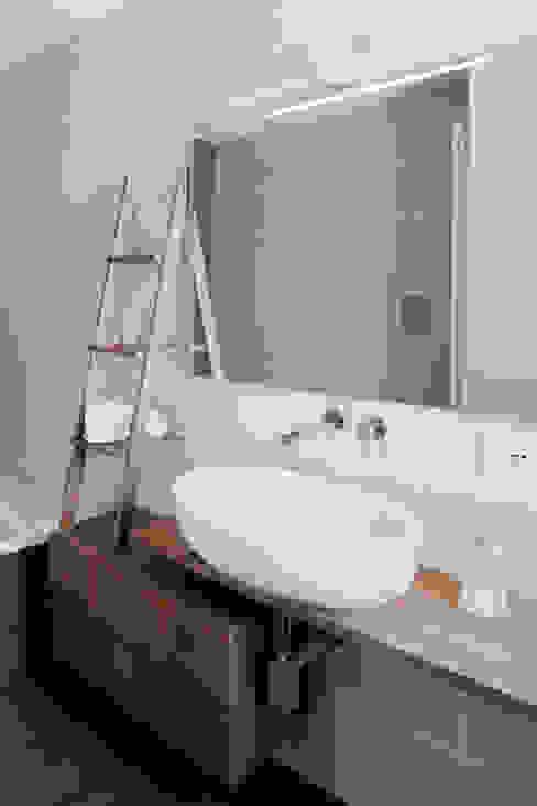 manuarino architettura design comunicazione Modern bathroom Wood Brown