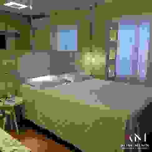 Dormitório Casal Aline Menin Arquitetura Quartos modernos Madeira Bege