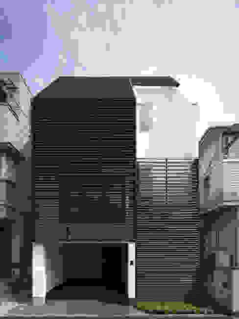 IS パンチングメタルの階段のある家 モダンな 家 の 山縣洋建築設計事務所 モダン