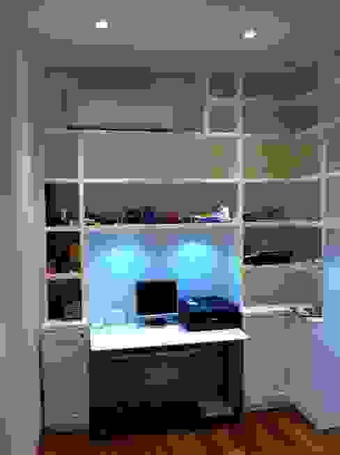 Ruang Studi/Kantor Modern Oleh Bucefalo Arredamenti Modern