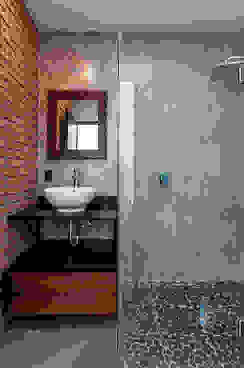 Baño: Baños de estilo  por aaestudio,