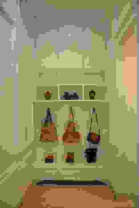 Ruang Penyimpanan:  oleh Exxo interior, Klasik