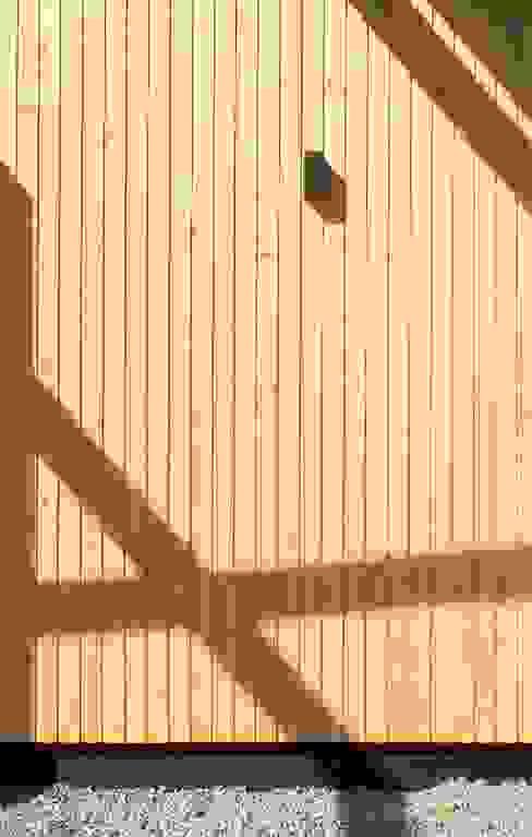 de homify Minimalista Madera Acabado en madera