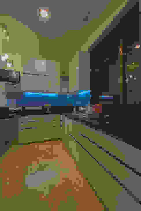 Modern Kitchen by Banaji & Associates Modern