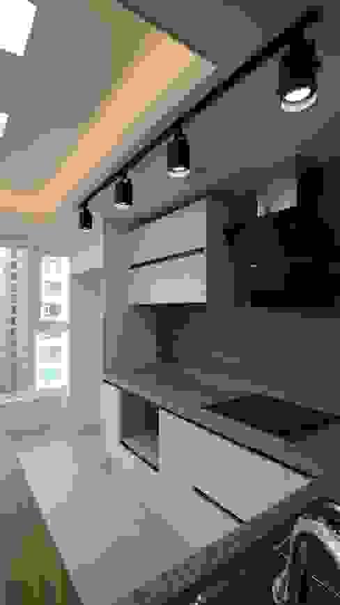 Modern Dining Room by interior 이유 Modern