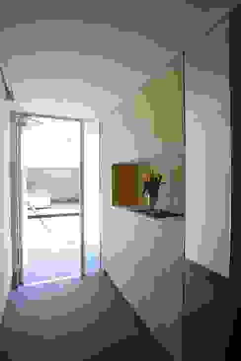 みんなの集まる家 モダンスタイルの 玄関&廊下&階段 の 設計事務所アーキプレイス モダン 合板(ベニヤ板)