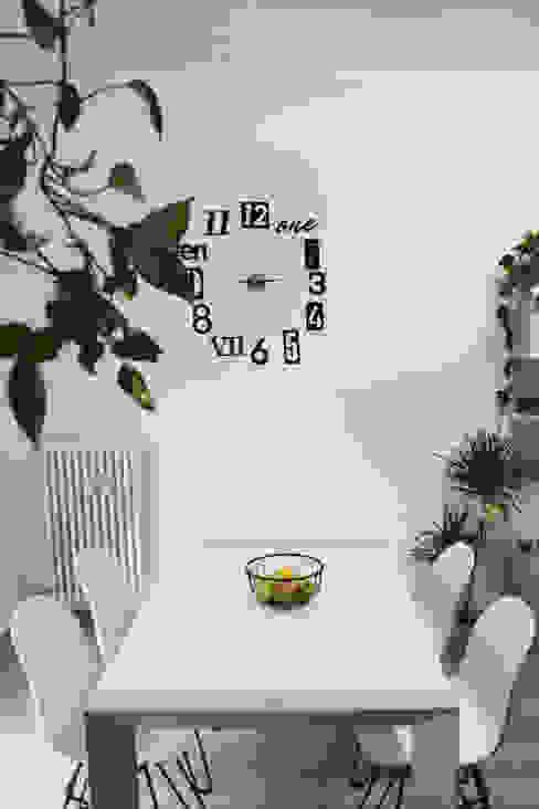 Zona pranzo Dario Fabris Architetto Sala da pranzo moderna Bianco