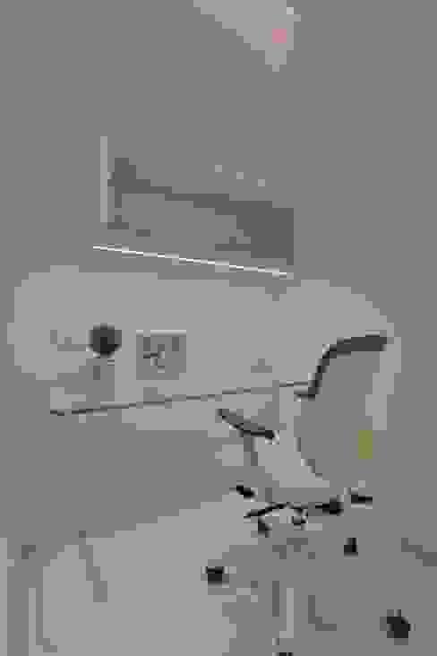 Phòng học/văn phòng phong cách hiện đại bởi SPACCE INTERIORS Hiện đại