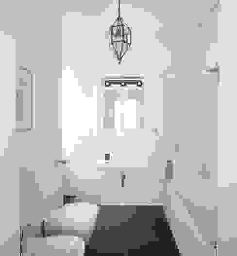 Il bagno padronale Filippo Colombetti, Architetto Bagno in stile scandinavo Bianco