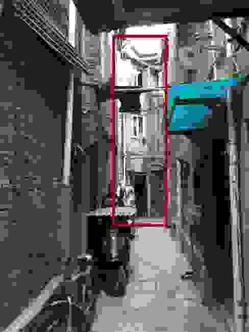 Mặt tiền nhà phố trước khi cải tạo bởi Công ty TNHH TK XD Song Phát Châu Á Đồng / Đồng / Đồng thau