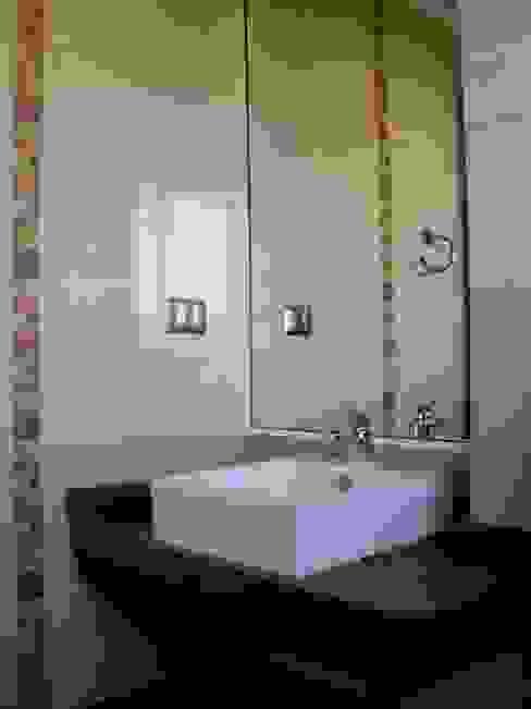 Baño Dormitorio 2 de homify Colonial Cerámico