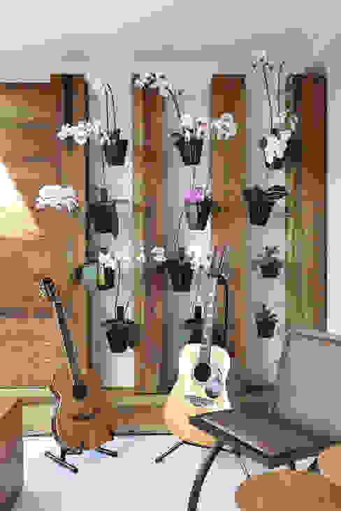 Vertentes Arquitetura Interior landscaping Solid Wood Wood effect