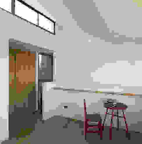 Acoplado Vagón Cartagena Estudios y bibliotecas de estilo minimalista de Crescente Böhme Arquitectos Minimalista Tablero DM
