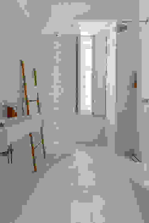 arriba architects Phòng tắm phong cách Địa Trung Hải