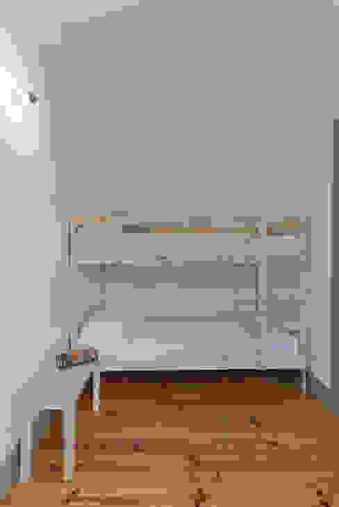 Mediterranean style bedroom by arriba architects Mediterranean