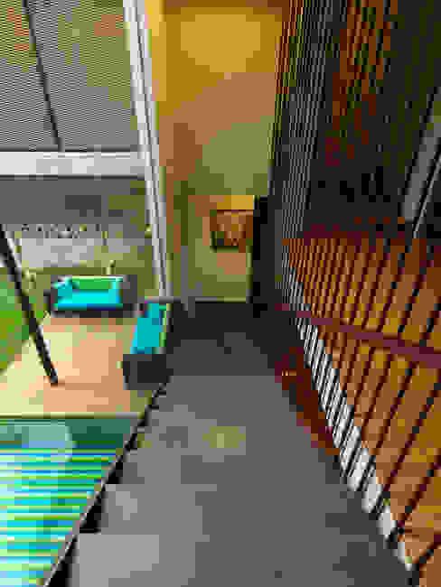 Staircase by MJ Kanny Architect Modern