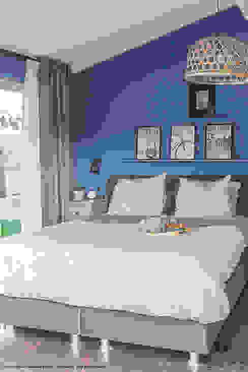 Licetto in de kleur Greek Sky Moderne slaapkamers van Pure & Original Modern