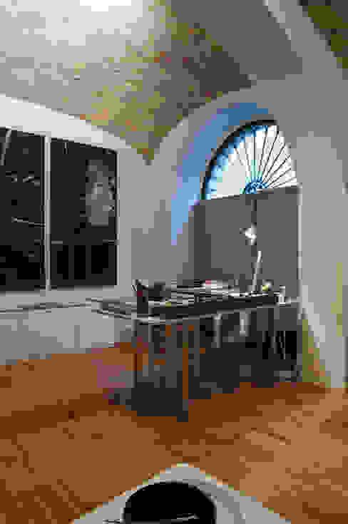 Scolamiero painting studio officinaleonardo Studio minimalista Legno Bianco