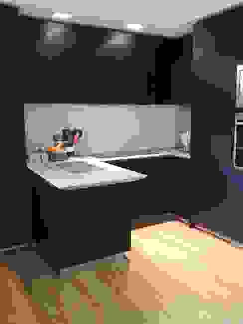 Chantal Forzatti architetto Built-in kitchens Black