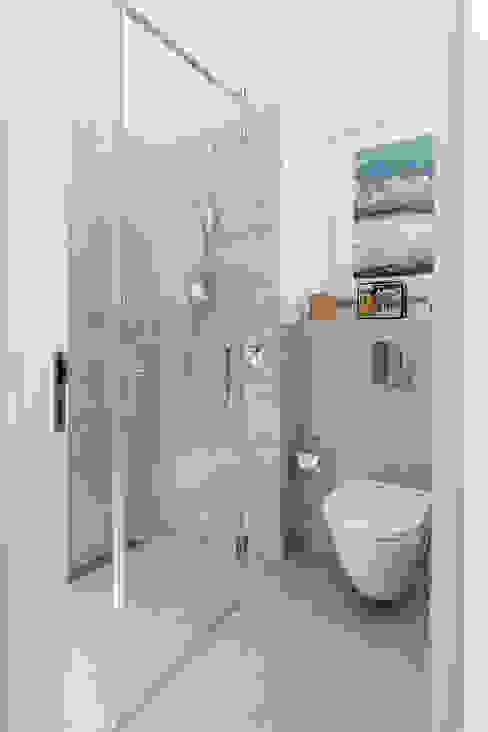 Duschverglasungen: modern  von ASADA Schiebetüren und Möbel nach Maß - Ulrich Schablowsky,Modern