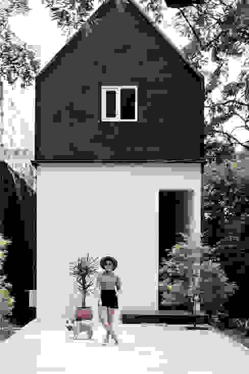 Casas de estilo  por Dendy dan darman studio,