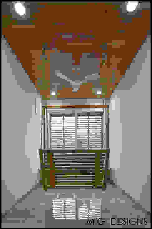 Lounge Modern Corridor, Hallway and Staircase by malvigajjar Modern