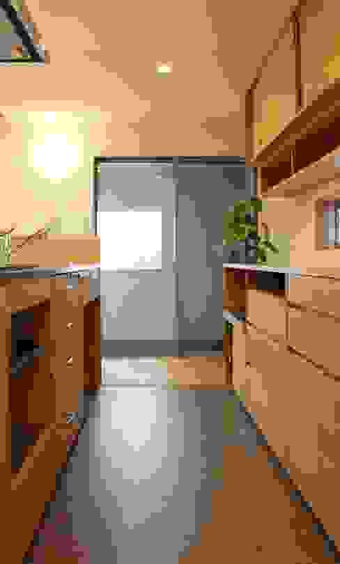 出窓の家 モダンな キッチン の あかがわ建築設計室 モダン