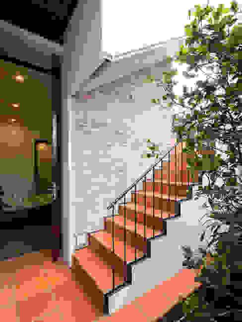 Nhà NỬA MÁI AD+ Cầu thang