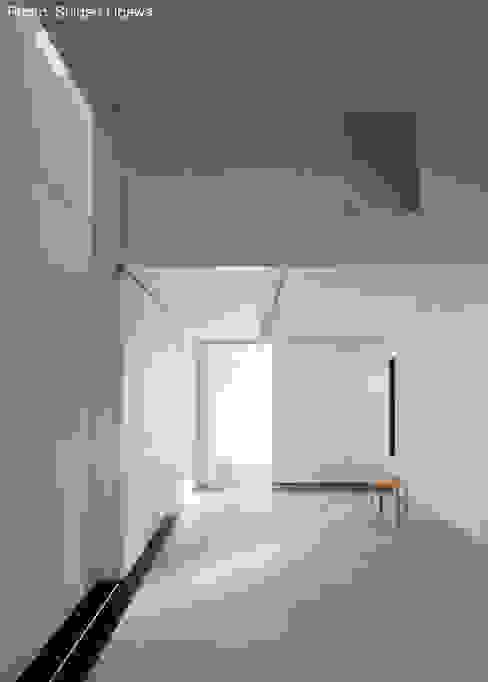 玄関ホール兼アトリエ 石川淳建築設計事務所 ミニマルデザインの 書斎 コンクリート 白色