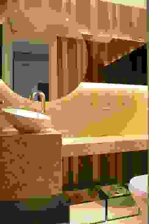 Baños de estilo clásico de Fernanda Amorim Arquiteta Clásico Mármol
