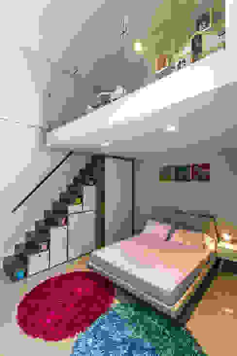 Habitación de las niñas - Circulación vertical Design Group Latinamerica Vestíbulos, pasillos y escalerasEscaleras Madera Marrón