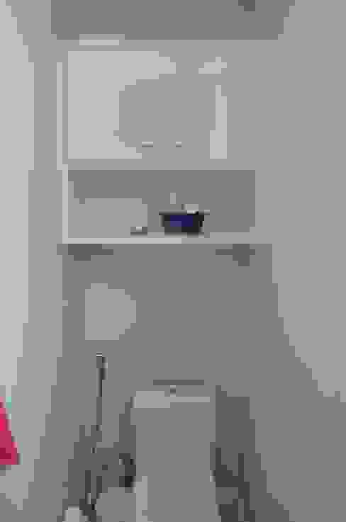 Banheiro Social: Banheiros  por StudioTrans.Forma,